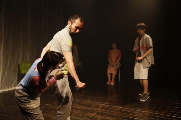 止まらない子供たちが轢かれてゆく 東京公演の様子1